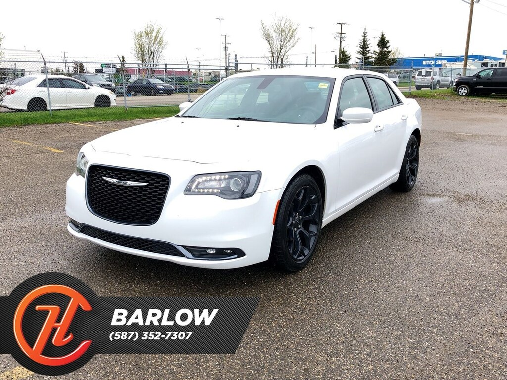 Pre-Owned 2019 Chrysler 300 S / Back Up Camera / Heated Leather Seats