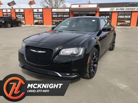Pre-Owned 2019 Chrysler 300 S / Leather / Sunroof / Navi / Cam