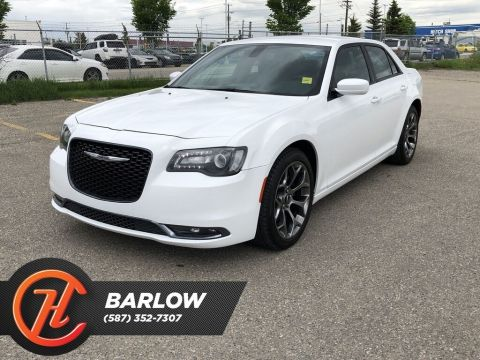 Pre-Owned 2018 Chrysler 300 S / Back uo Camera / Heated Leather Seats